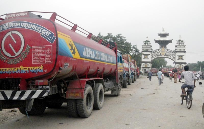 Tankers stopped at Indian customs enter Nepal