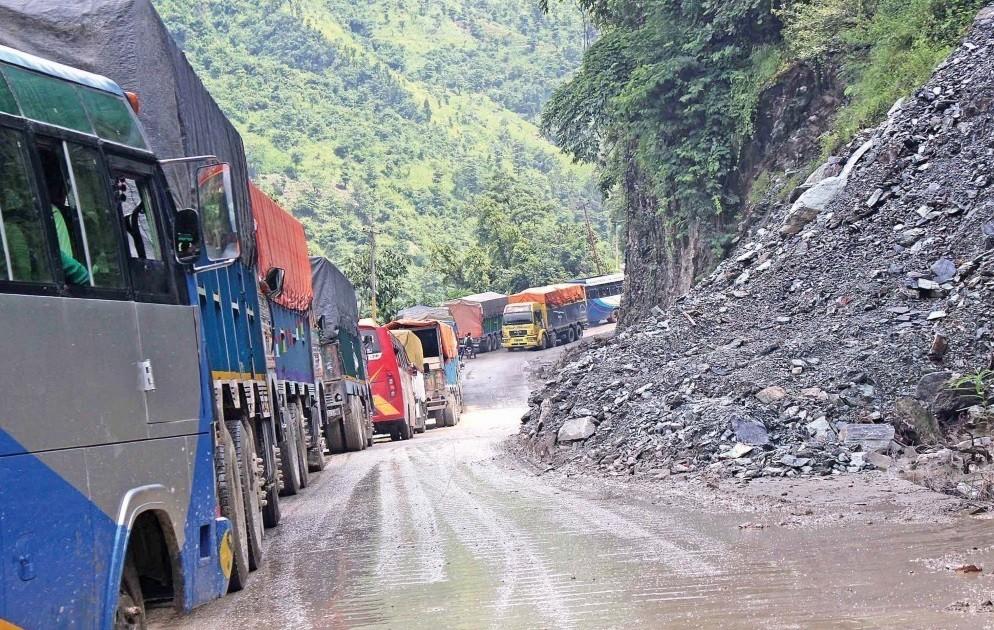 Landslide at Narayangadh-Muglin, one-way traffic in operation